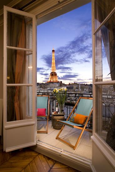 Cognac-paris-perfect-vacation-rental-balcony-and-Eiffel-view